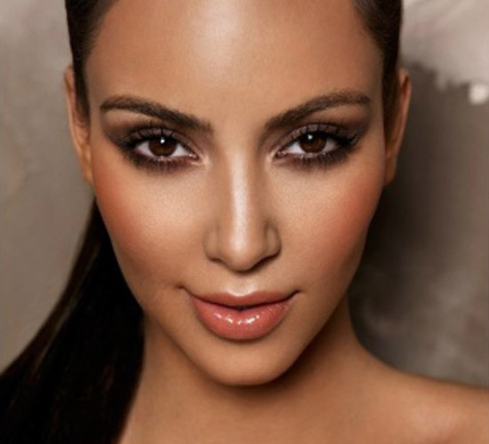 Highlighter pour peau claire - Comment faire le maquillage de kim kardashian ...